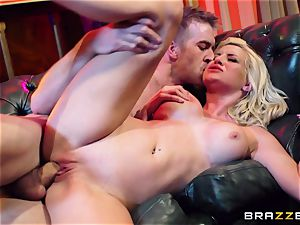 promiscuous whore wants xxx in a unclothe bar