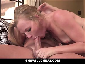 SheWillCheat - Squirty wife Gets Slayed By Internet man