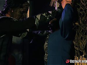 Alien prisoner ruins Kiki Minaj's culo