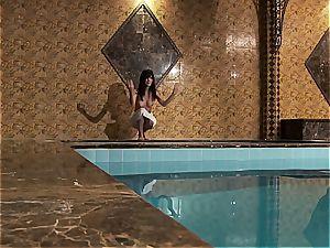 bathtub time dream with Zelda B and her impressive figure