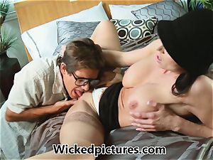 Kendra lust helps out a nasty dude with his problem
