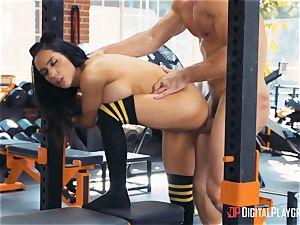 Tia Cyrus gym vagina hammering act