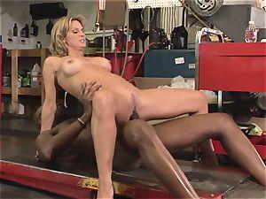 Savanna Samson visits her mechanic