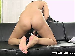 beauty Kira princess makes her pantyhose a dirt with pee