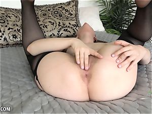Niki Snow gets all up in her edible vagina
