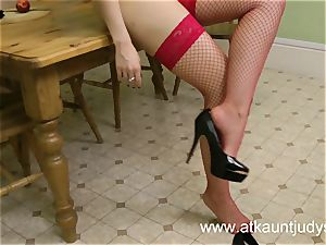 Sophia Delane looks steaming in her lingerie