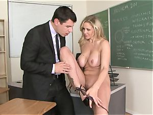bitchy bawd Julia Ann lovinТ her man's beam badgering her slippy facehole