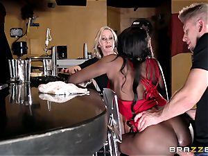 Diamond Jackson and Simone Sonay ass fucking bar pulverizing