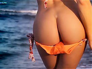 Mia Diamond erotic and sensuous getting off