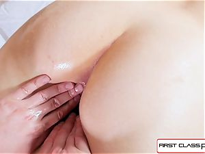 Spizoo-Nickey Huntsman gets her donk pulverized by a giant man sausage