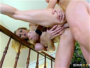 mummy Julia Ann gives Jessy Jones a serious romp lesson