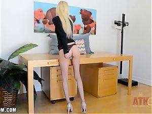 Piper Perri flaunts her ass and tight pink vulva