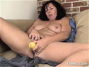 sexy Lynn pulverizing A Vegetable