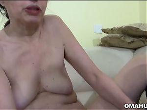 Mature granny luvs to shag hard with fake penis