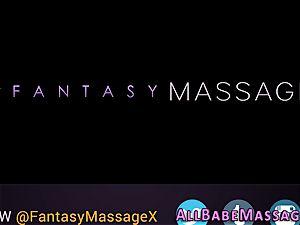 Les massagist behind episode