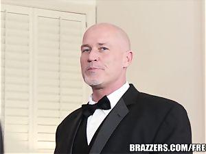 Brazzers - Veronica & Bonnie - 6 stud gang-bang