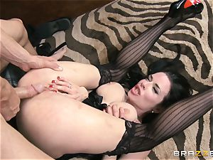 Veronica Avluv gets messy in the office and her manager finds out