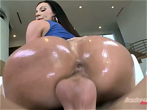 Mature huge arse cougar Kendra passion with phat melons takes a big oiled beef whistle