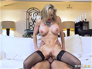 Club holder Brandi love tests out a fresh toyboy meatpipe